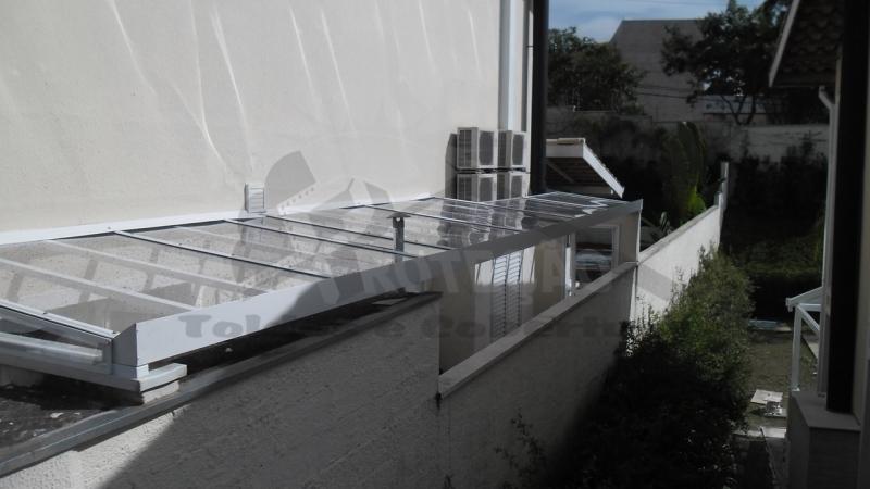 Cobertura de Policarbonato Compacta para Lavanderia Preço Jardim Europa - Cobertura de Policarbonato Compacta Cristal