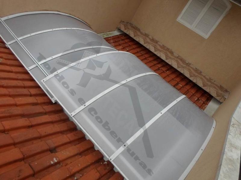 Cobertura de Policarbonato Móvel Jardim Bonfiglioli - Cobertura de Policarbonato Deslizante