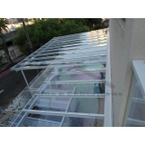 instalação de cobertura de policarbonato residencial Casa Verde