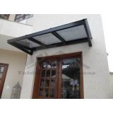 instalação de cobertura de policarbonato para porta