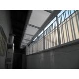 instalação de cobertura de policarbonato passarela